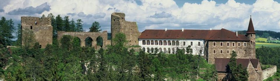 hrad_velhartice_celkove_foto